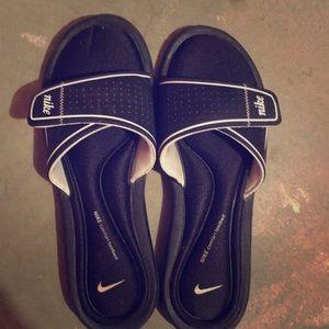 Nike slides/ flip flops
